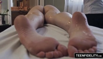 Amazing amateur blonde hottie plays with her holes with toys